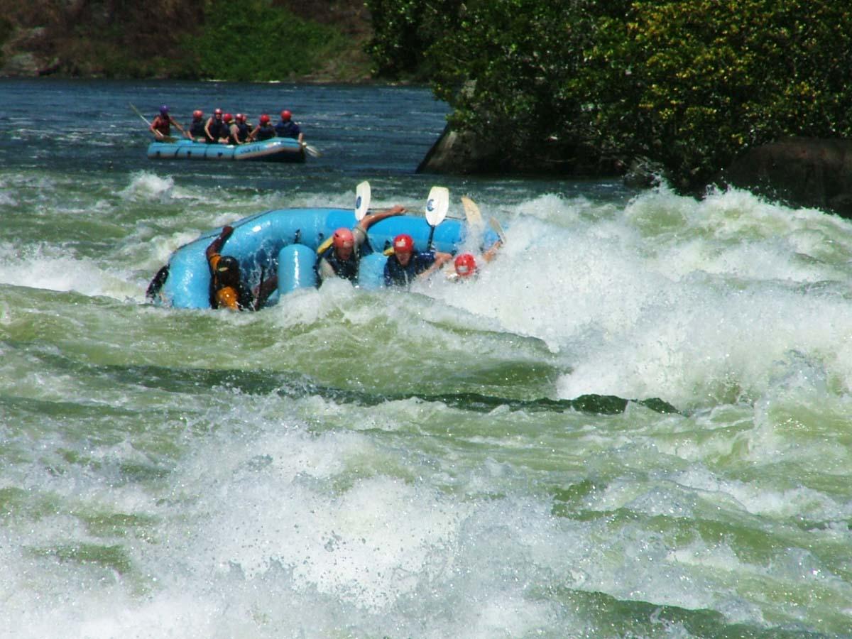 Flipping_raft_in_Bujagali_falls,_Uganda
